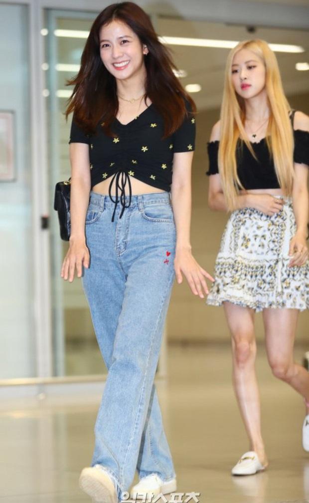 Học Seulgi, HuynA và Jisoo cách diện quần jeans giúp hack dáng hiệu quả, thậm chí là kéo chân dài tới nách - Ảnh 8.