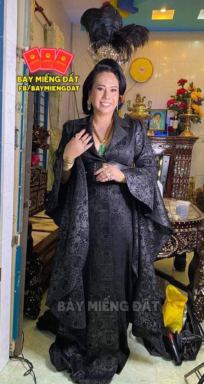 Cô Minh Hiếu 100 cây vàng khiến dân tình điên đảo vì phong cách quá đa dạng, mỗi lần lên đồ là một lần gây sốt - Ảnh 3.