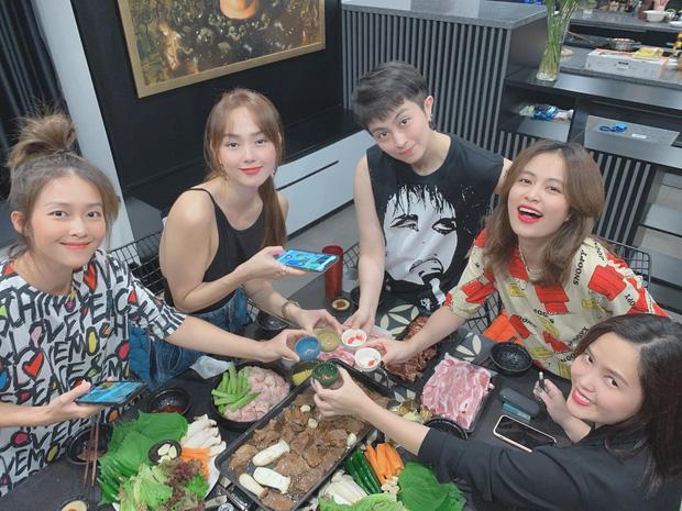 Gil Lê và Hoàng Thùy Linh vai kề vai cực tình tứ trong ảnh chụp gia đình, thân thiết như thế này bao giờ mới chịu công khai? - Ảnh 4.