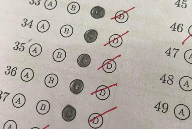 Nỗi nhục lớn nhất khi thi trắc nghiệm: Biết rõ đáp án đúng mà vẫn khoanh trật lất, tất cả đều do lỗi này mà ra - Ảnh 6.