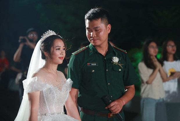 Đám cưới đặc biệt của người chiến sĩ biên phòng và cô giáo mầm non sau khi phải hoãn vì chú rể nhận nhiệm vụ tại tuyến đầu chống dịch Covid-19  - Ảnh 1.