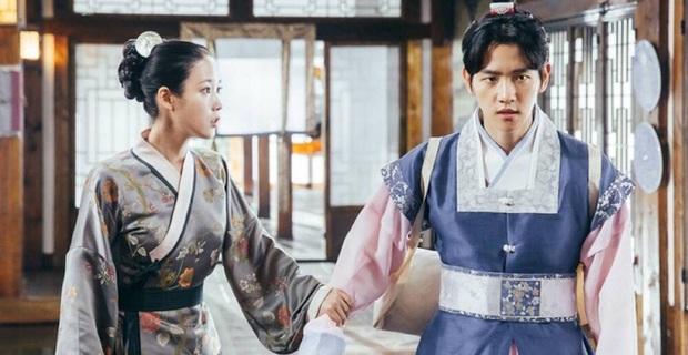 Duyên nợ truyền kiếp như IU và Baekhyun (EXO): Cứ hễ gặp nhau là kèn cựa tơi bời trên BXH nhạc số, fan mong đình chiến bằng một bài collab - Ảnh 12.