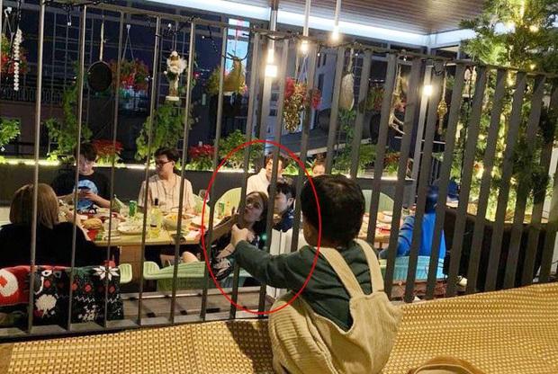 Gil Lê và Hoàng Thùy Linh vai kề vai cực tình tứ trong ảnh chụp gia đình, thân thiết như thế này bao giờ mới chịu công khai? - Ảnh 3.