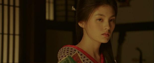 Thánh nữ trà sữa Kim Young Ji của Quân Vương Bất Diệt: Nhan sắc lai tây thượng thừa hớp hồn loạt mĩ nam Kbiz - Ảnh 9.