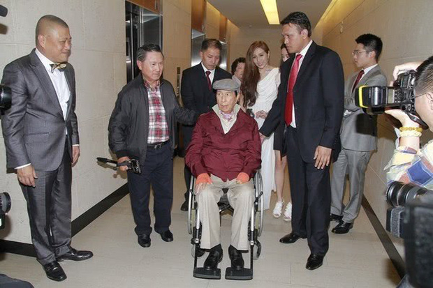Truyền thông tiết lộ viện phí khủng của ông trùm sòng bạc Macau từ khi bị bệnh nặng lên đến gần 4,6 nghìn tỷ đồng, đội ngũ y tế cao cấp với đãi ngộ lớn - Ảnh 3.