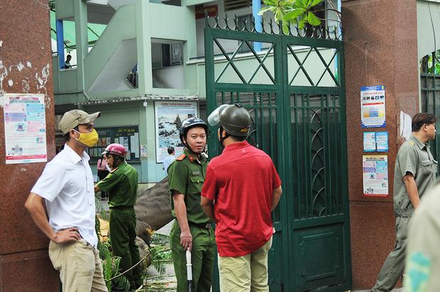 Thi thể học sinh lớp 6 tử nạn do cây phượng đổ trúng ở TP.HCM được người thân đưa về nhà - Ảnh 1.