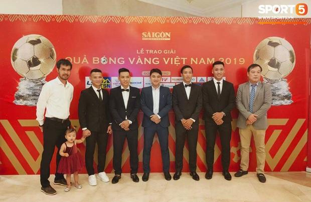 Vượt qua đàn em Quang Hải, Hùng Dũng giành Quả Bóng Vàng Việt Nam 2019 - Ảnh 18.