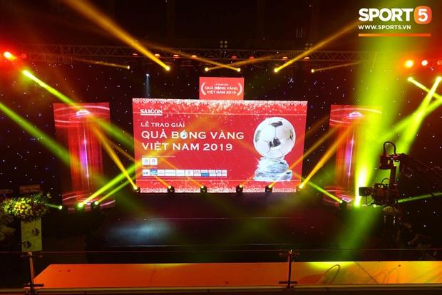 Vượt qua đàn em Quang Hải, Hùng Dũng giành Quả Bóng Vàng Việt Nam 2019 - Ảnh 22.