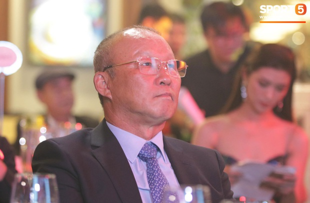 Vượt qua đàn em Quang Hải, Hùng Dũng giành Quả Bóng Vàng Việt Nam 2019 - Ảnh 13.