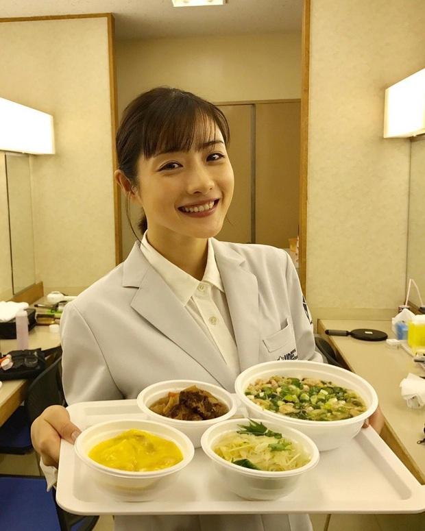 Nàng Kim Tae Hee nước Nhật luôn nhai 30 lần trước khi nuốt, trung thành với 3 loại thực phẩm để giảm từ 62kg xuống 45kg - Ảnh 6.