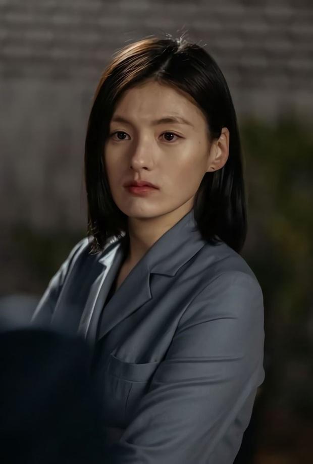 Thánh nữ trà sữa Kim Young Ji của Quân Vương Bất Diệt: Nhan sắc lai tây thượng thừa hớp hồn loạt mĩ nam Kbiz - Ảnh 10.