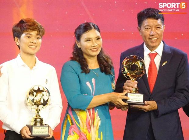 Vượt qua đàn em Quang Hải, Hùng Dũng giành Quả Bóng Vàng Việt Nam 2019 - Ảnh 10.