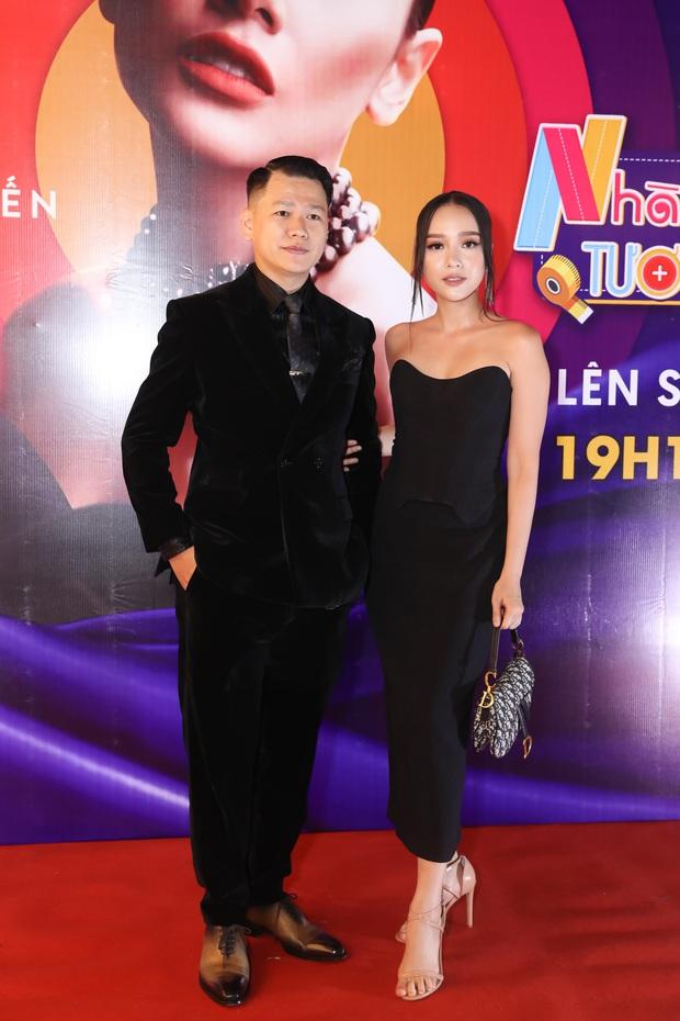 Võ Hoàng Yến sexy quyền lực, Hương Giang đeo kính đen, cần người dìu vào họp báo - Ảnh 11.