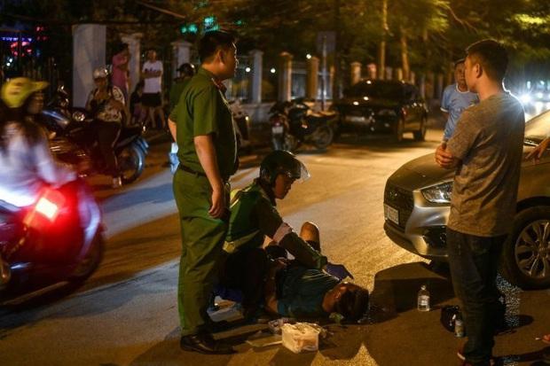Tài xế xe ôm thầm lặng lang thang khắp phố phường Hà Nội trong đêm tối, cứu giúp người gặp tai nạn giao thông lên báo nước ngoài - Ảnh 3.