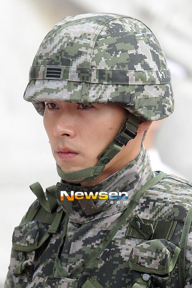 Song Joong Ki gây sốt vì ảnh nhập ngũ như cảnh phim 5 năm trước, hình tại ngũ huyền thoại của Hyun Bin bỗng bị đem ra so sánh - Ảnh 10.