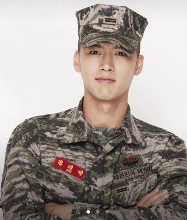 Song Joong Ki gây sốt vì ảnh nhập ngũ như cảnh phim 5 năm trước, hình tại ngũ huyền thoại của Hyun Bin bỗng bị đem ra so sánh - Ảnh 8.