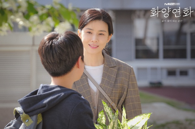 Cũng ly hôn như bà cả Thế Giới Hôn Nhân nhưng cách Lee Bo Young (Khi Tình Yêu Nở Rộ) dạy con lại khiến dân tình nể phục - Ảnh 6.