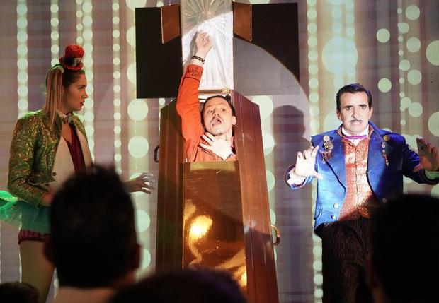 The Unremarkable Juanquini: Chuyện ảo thuật gia bất tài đang vui bỗng rẽ hướng sang vô lý cùng cực - Ảnh 3.