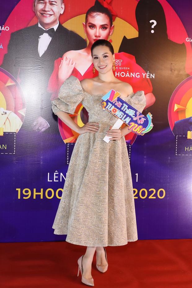 Võ Hoàng Yến sexy quyền lực, Hương Giang đeo kính đen, cần người dìu vào họp báo - Ảnh 18.