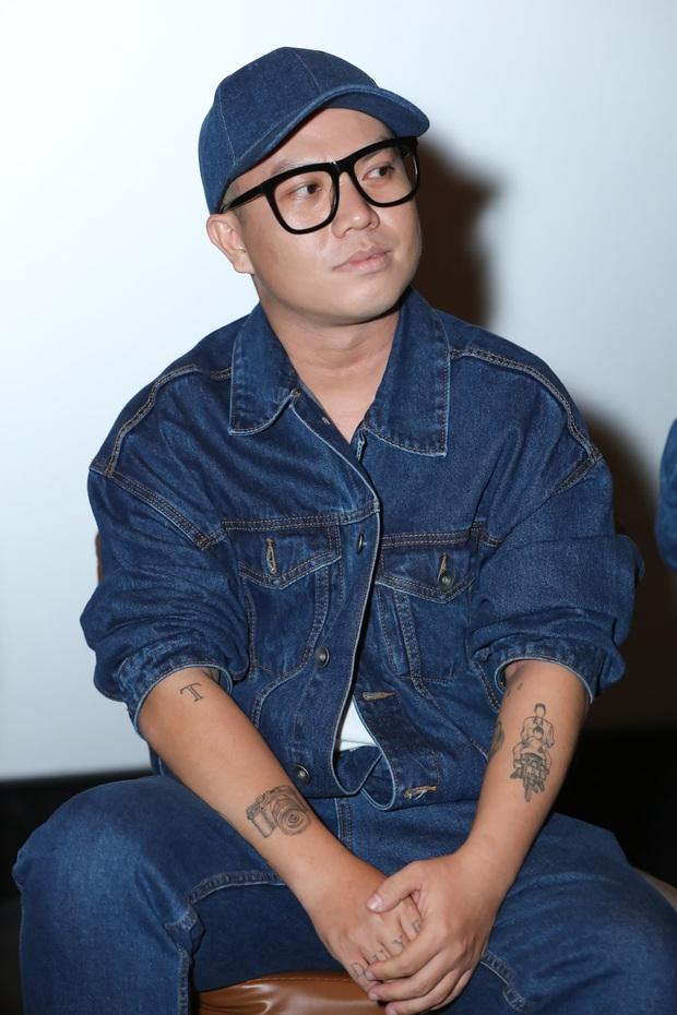 Võ Hoàng Yến sexy quyền lực, Hương Giang đeo kính đen, cần người dìu vào họp báo - Ảnh 7.