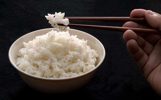 Không ăn cơm để giảm cân là sai chồng lên sai: Hãy ăn tinh bột thông minh như chuyên gia - Ảnh 1.
