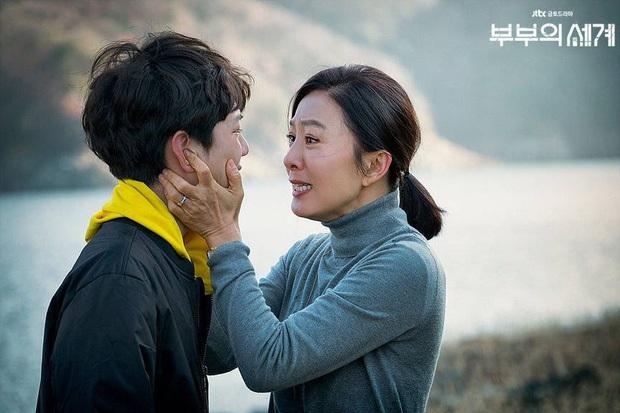 Cũng ly hôn như bà cả Thế Giới Hôn Nhân nhưng cách Lee Bo Young (Khi Tình Yêu Nở Rộ) dạy con lại khiến dân tình nể phục - Ảnh 4.
