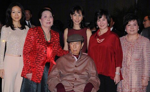 Hậu cung 3 bà vợ, 14 người con và gia sản 1,5 triệu tỷ đồng sau khi trùm sòng bạc Macau 98 tuổi vừa qua đời - Ảnh 7.