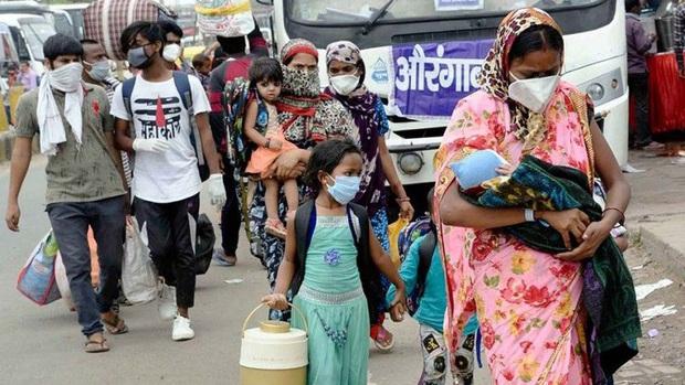 Ấn Độ nguy cơ bùng phát Covid-19 từ người lao động di cư trong nước - Ảnh 1.