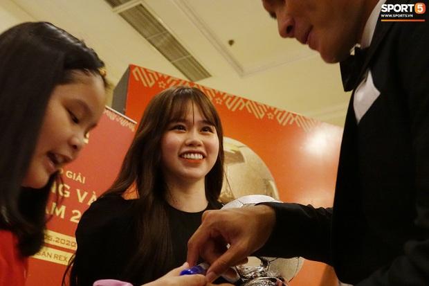 Quang Hải và Huỳnh Anh liên tục lạc mất nhau khi tham dự sự kiện ở Sài Gòn - Ảnh 9.