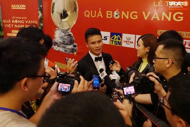 Quang Hải và Huỳnh Anh liên tục lạc mất nhau khi tham dự sự kiện ở Sài Gòn - Ảnh 8.