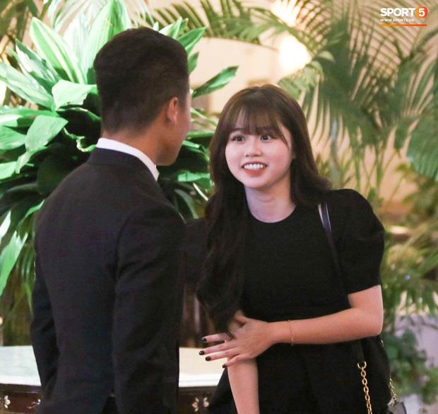 Hot: Quang Hải đưa Huỳnh Anh vào Sài Gòn dự lễ trao giải Quả bóng vàng Việt Nam 2020 - Ảnh 3.