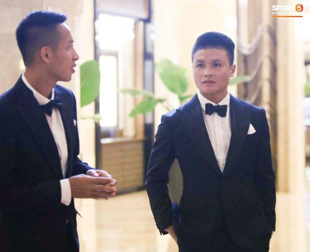 Hot: Quang Hải đưa Huỳnh Anh vào Sài Gòn dự lễ trao giải Quả bóng vàng Việt Nam 2020 - Ảnh 8.