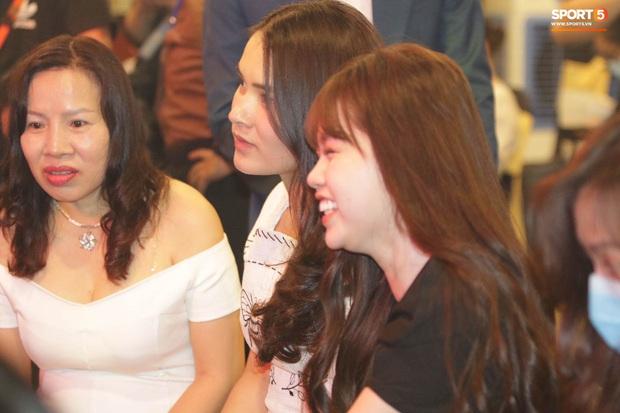 Hot: Quang Hải đưa Huỳnh Anh vào Sài Gòn dự lễ trao giải Quả bóng vàng Việt Nam 2020 - Ảnh 7.