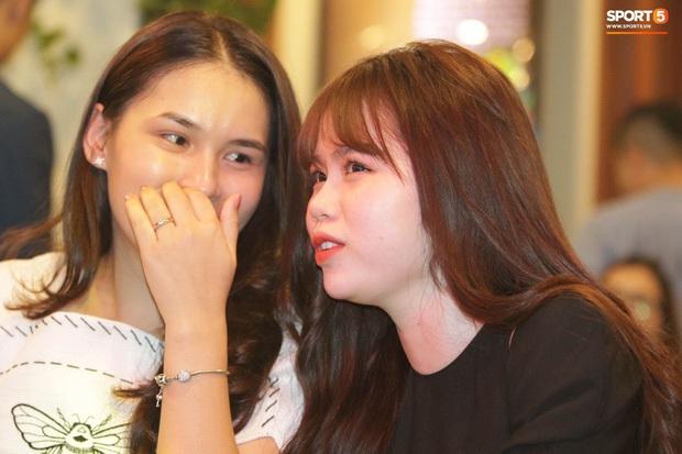 Bạn gái Quang Hải cũng không thoát khỏi cán cân ảnh trên mạng - ngoài đời: Bạn thích bên nào hơn? - Ảnh 5.