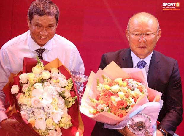 HLV Park Hang-seo khuyên Quang Hải nhường Quả bóng vàng cho người khác, anh chàng đáp lời khéo léo - Ảnh 2.