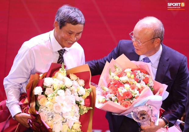 HLV Park Hang-seo khuyên Quang Hải nhường Quả bóng vàng cho người khác, anh chàng đáp lời khéo léo - Ảnh 3.