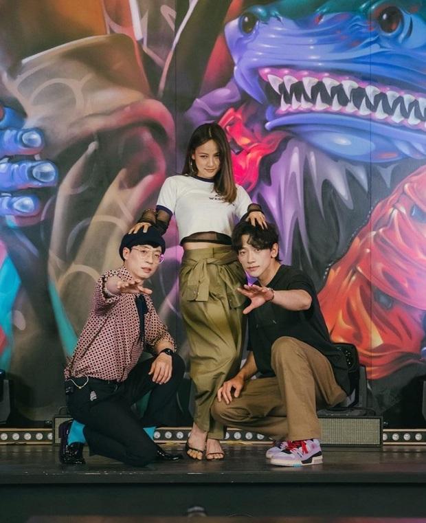 """Người phụ nữ duy nhất có thể khiến MC Quốc dân quyền lực Yoo Jae Suk và """"Ông hoàng showbiz"""" Bi Rain quỳ xuống và đặt tay lên đầu như thế này - Ảnh 3."""