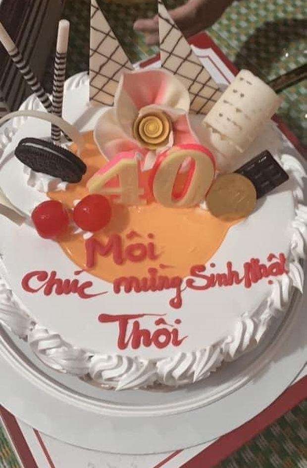 Chiếc bánh kem gây lú nhất MXH hôm nay, thiếu mỗi dấu ngã mà lời chúc đi xa quá - Ảnh 2.