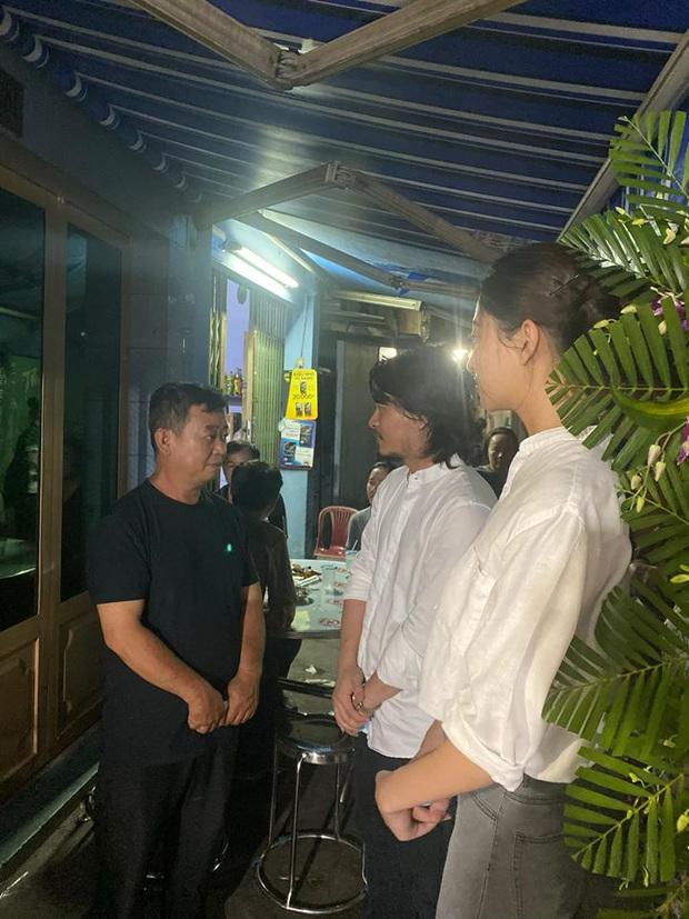 Ốc Thanh Vân xót xa, Lương Thuỳ Linh đến viếng và dành điều đặc biệt cho gia đình bé trai tử vong vì cây phượng bật gốc - Ảnh 3.