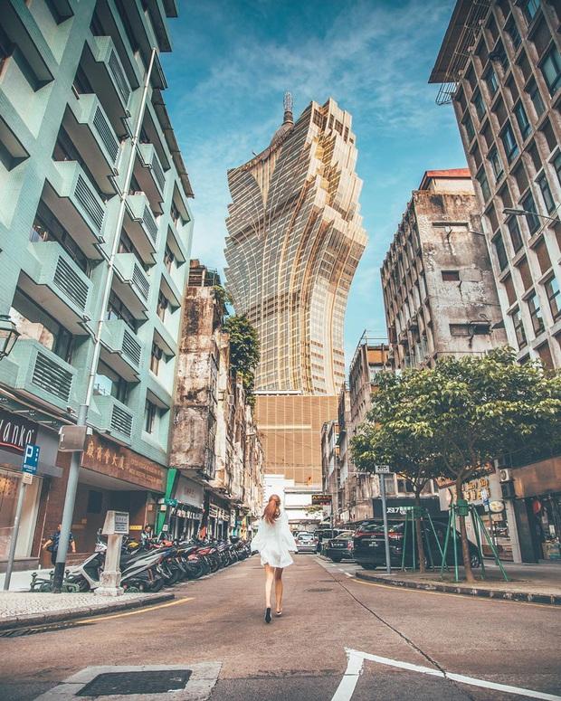 """Cận cảnh công trình để đời nhất của """"ông trùm"""" sòng bạc Macau vừa qua đời: Toà nhà hình búp sen vàng khổng lồ, hình check-in ngập tràn MXH - Ảnh 9."""