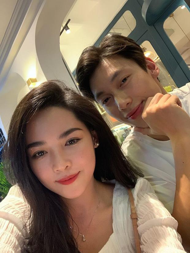 2 cặp yêu xa của Người ấy là ai hội ngộ tại Sài Gòn: Trai xinh gái đẹp không hẹn mà cùng nhau diện đồ trắng! - Ảnh 1.