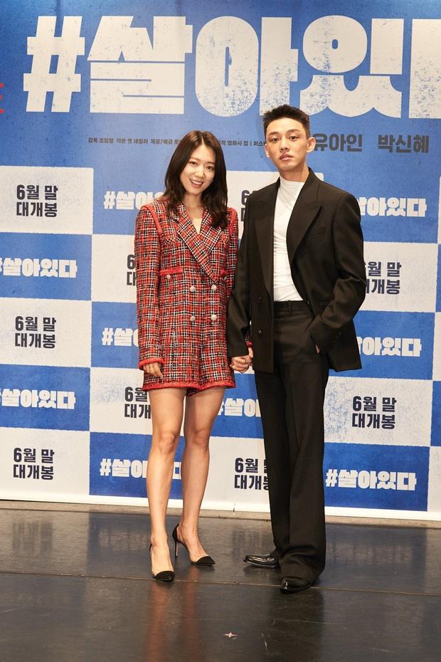 Sự kiện gây sốt xứ Hàn: Lần đầu thấy Park Shin Hye thân mật thế này với sao nam, tưởng ai hóa ra là bạn thân tài tử của Song Hye Kyo - Ảnh 1.