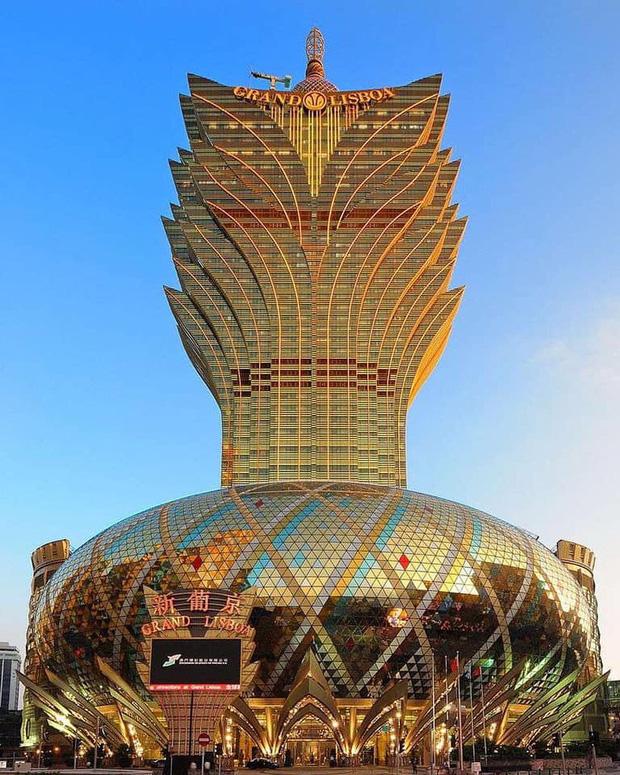 """Cận cảnh công trình để đời nhất của """"ông trùm"""" sòng bạc Macau vừa qua đời: Toà nhà hình búp sen vàng khổng lồ, hình check-in ngập tràn MXH - Ảnh 8."""