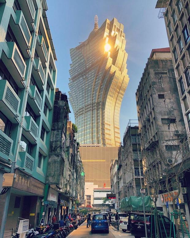 """Cận cảnh công trình để đời nhất của """"ông trùm"""" sòng bạc Macau vừa qua đời: Toà nhà hình búp sen vàng khổng lồ, hình check-in ngập tràn MXH - Ảnh 3."""