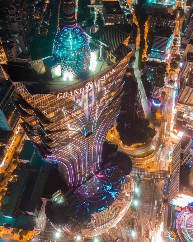 """Cận cảnh công trình để đời nhất của """"ông trùm"""" sòng bạc Macau vừa qua đời: Toà nhà hình búp sen vàng khổng lồ, hình check-in ngập tràn MXH - Ảnh 10."""