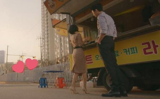 Nhờ màu sắc của cái ghế, fan soi ra Jun Wan sẽ kết hôn với em gái Jo Jung Suk trong Hospital Playlist? - Ảnh 2.