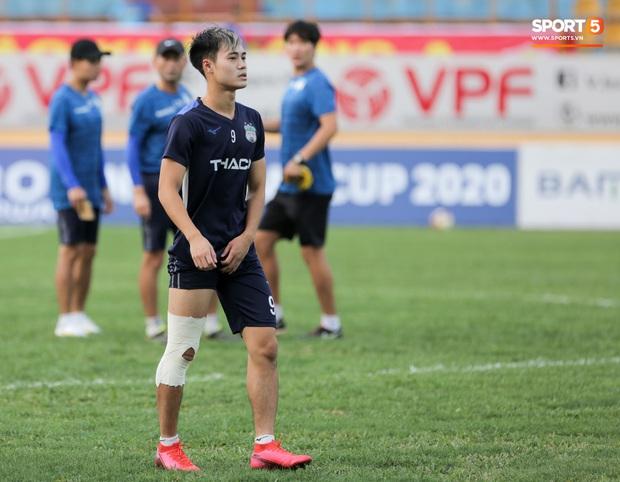 Chân đau vẫn cố thi đấu, Văn Toàn nguy cơ lỡ đại chiến với Hà Nội FC - Ảnh 1.