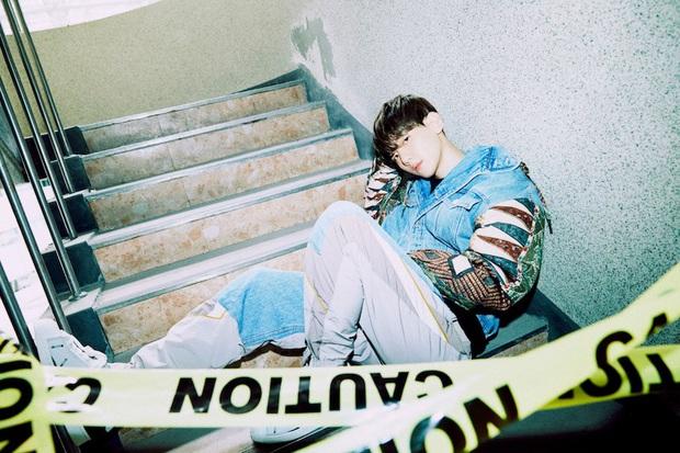 """MV của Baekhyun gây tranh cãi vì na ná sản phẩm của """"center quốc dân"""" Kang Daniel, ai ngờ Knet """"phản dame"""": """"SM mà phải đi copy à?"""" - Ảnh 9."""