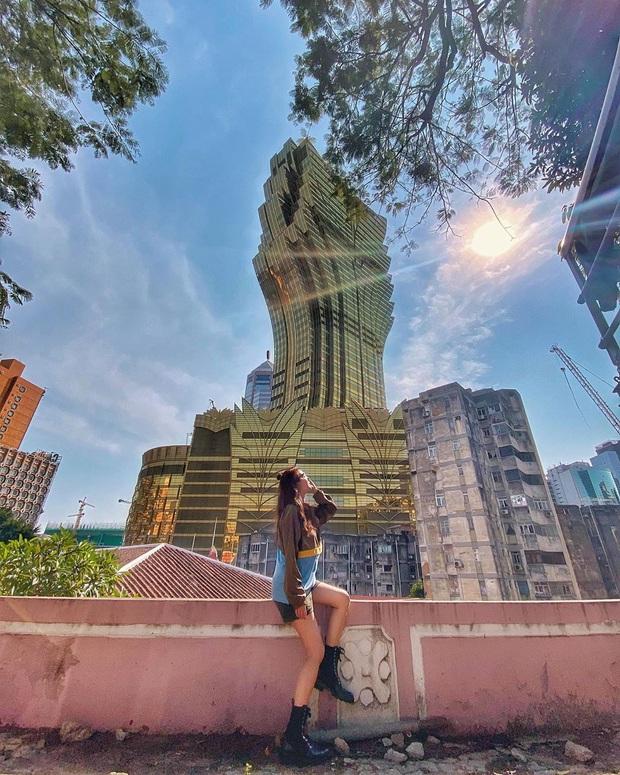 """Cận cảnh công trình để đời nhất của """"ông trùm"""" sòng bạc Macau vừa qua đời: Toà nhà hình búp sen vàng khổng lồ, hình check-in ngập tràn MXH - Ảnh 24."""