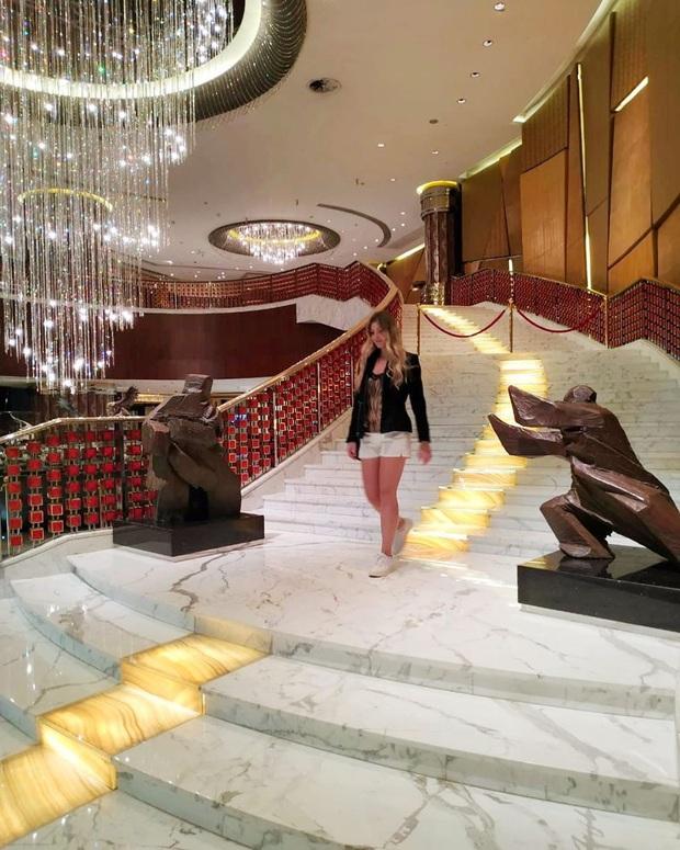 """Cận cảnh công trình để đời nhất của """"ông trùm"""" sòng bạc Macau vừa qua đời: Toà nhà hình búp sen vàng khổng lồ, hình check-in ngập tràn MXH - Ảnh 11."""